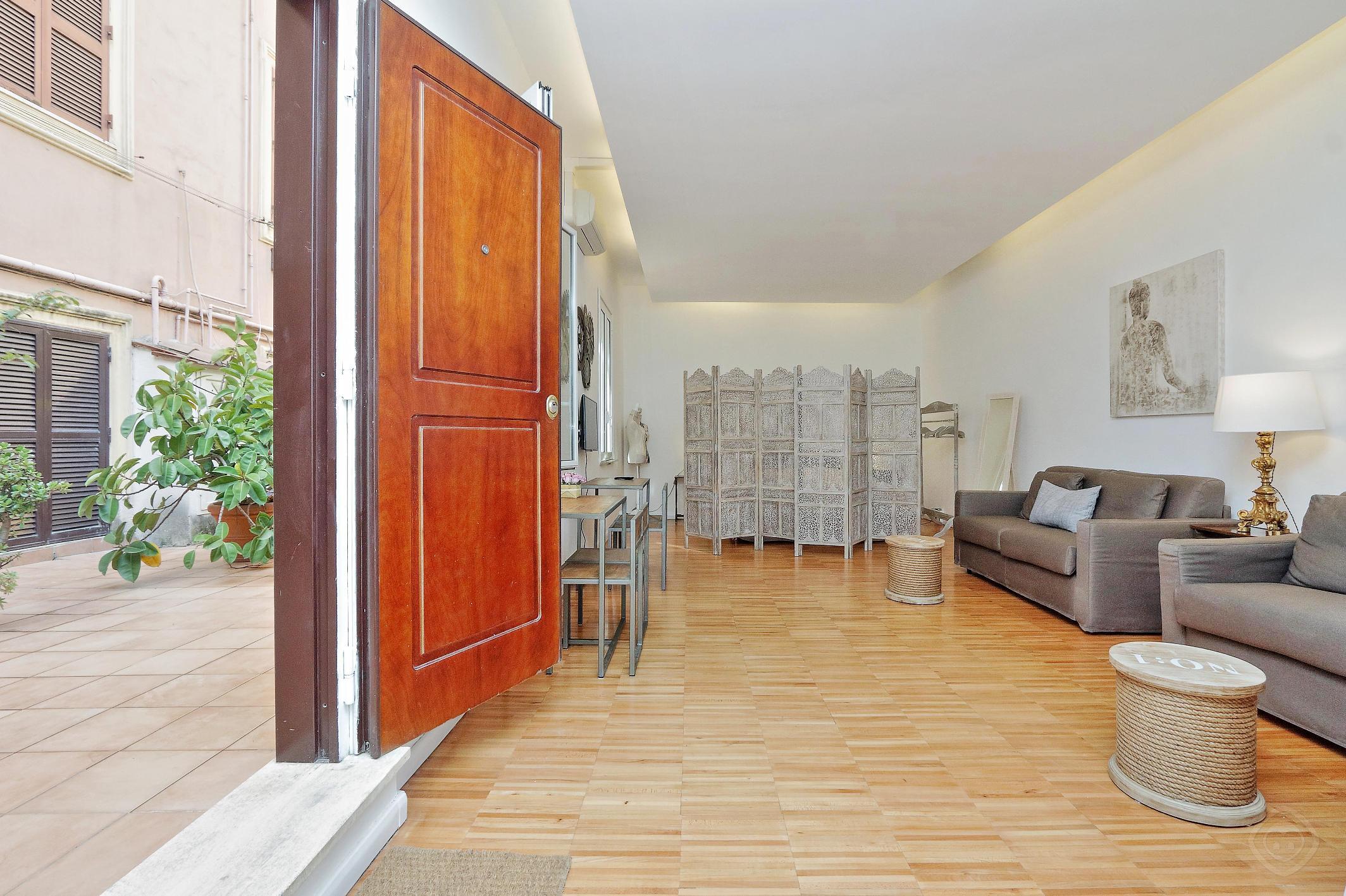 Il Cortile al Vaticano studio Rome photo 31815285
